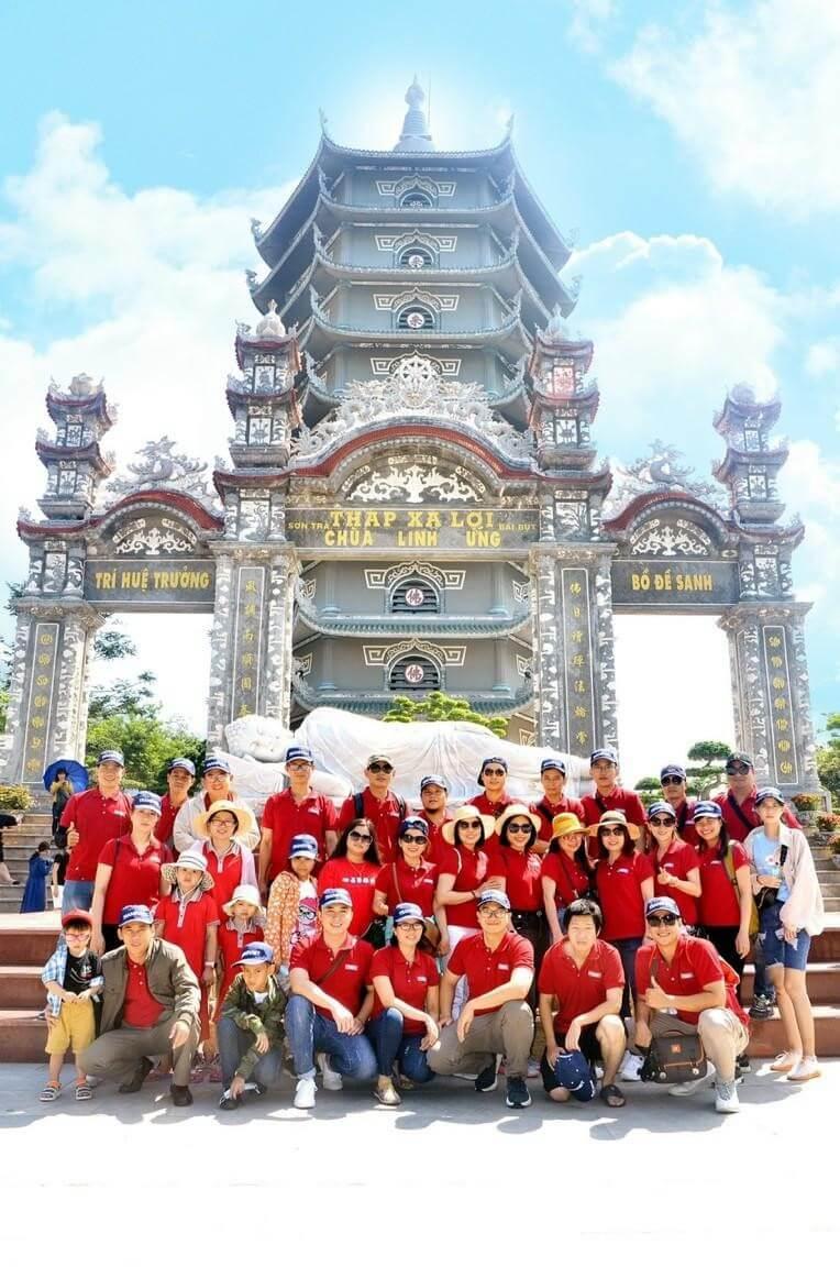 Chùa Linh Ứng là một trong ba ngôi chùa lớn ở Đà Nẵng mà Loval có cơ hội tham quan. Nằm trong bán đảo Sơn Trà - một đặc ân mà thiên nhiên đã hào phóng ban tặng cho thành phố Đà Nẵng