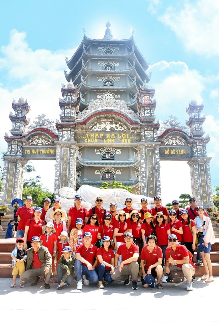 Linh Ung Pagoda is one of three largest temples in Da Nang where Loval has the opportunity to visit. Located in Son Tra peninsula - a privilege that nature has generously bestowed Danang